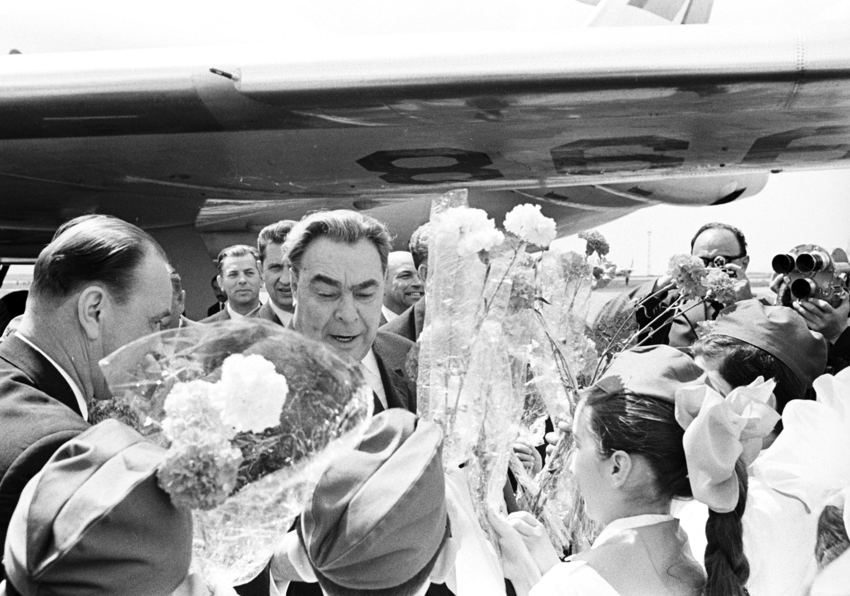 Леонид Ильич Брежнев в тбилисском аэропорту