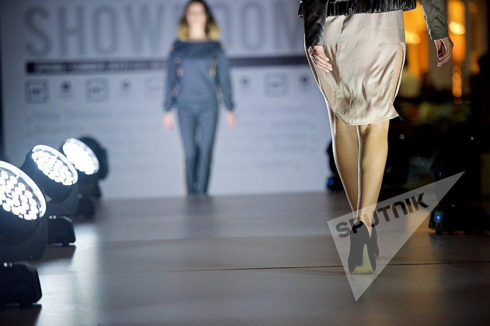 Грузинские дома моды представили на показе не только верхнюю одежду, но и обувь и различные женские аксессуары