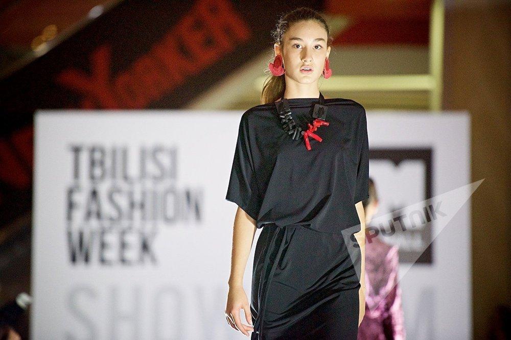 Грузинские дизайнеры по прежнему активно используют черный цвет в своих работах