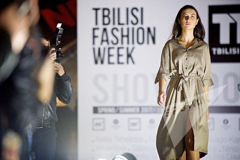 Открытие новой Недели Моды в Тбилиси привлекло внимание многочисленных репортеров и фотографов светской хроники и модных изданий