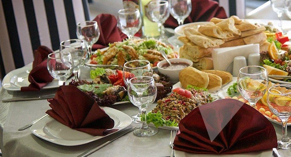 Блюда грузинской кухни. Столик в одном из ресторанов