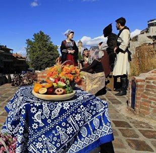 В историческом центре Тбилиси - вид из ущелья Легвтахеви на район Абанотубани