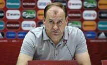 Главный тренер сборной Грузии по футболу Владимир Вайсс