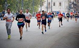 Сотни людей бежали по улицам Тбилиси, участвуя в благотворительной акции