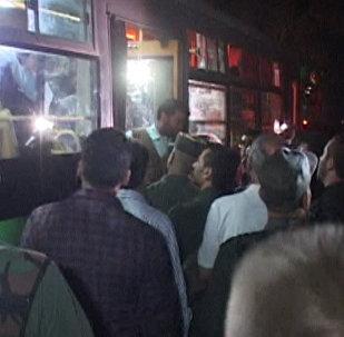 Сирийцы песнями встречали автобусы с жителями восточного Алеппо