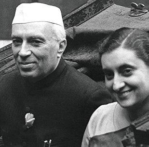 Индира Ганди и Джавахарлал Неру