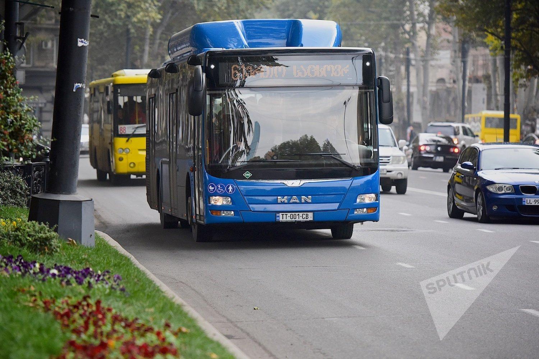 Проезд на автобусе в Тбилиси стоит 0,2 доллара