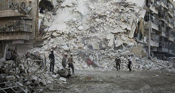 Разрушенные дома в Алеппо после боев сирийской армии с боевиками ИГ