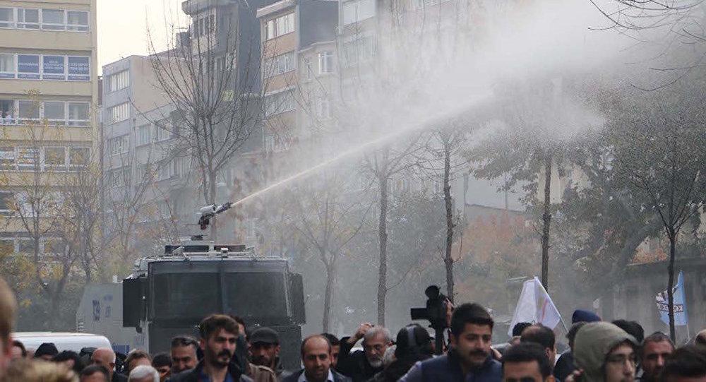 ВТурции беспокойно, милиция водометами разгоняет протесты: появилось видео