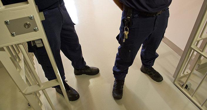 Надзиратели в тюрьме