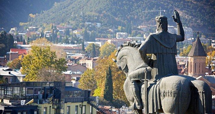 Вид на центр Тбилиси от памятника царю Вахтангу Горгасали