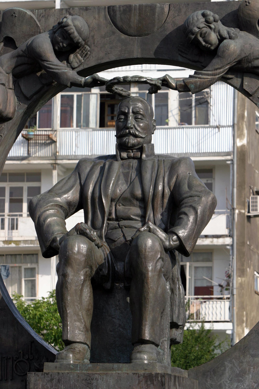 Памятник грузинскому писателю и поэту Илье Чавчавадзе в Батуми