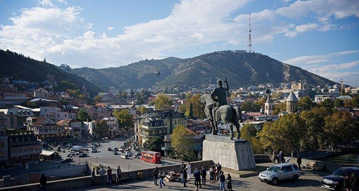 Общий вид на Тбилиси от памятника царю Вахтангу Горгасали