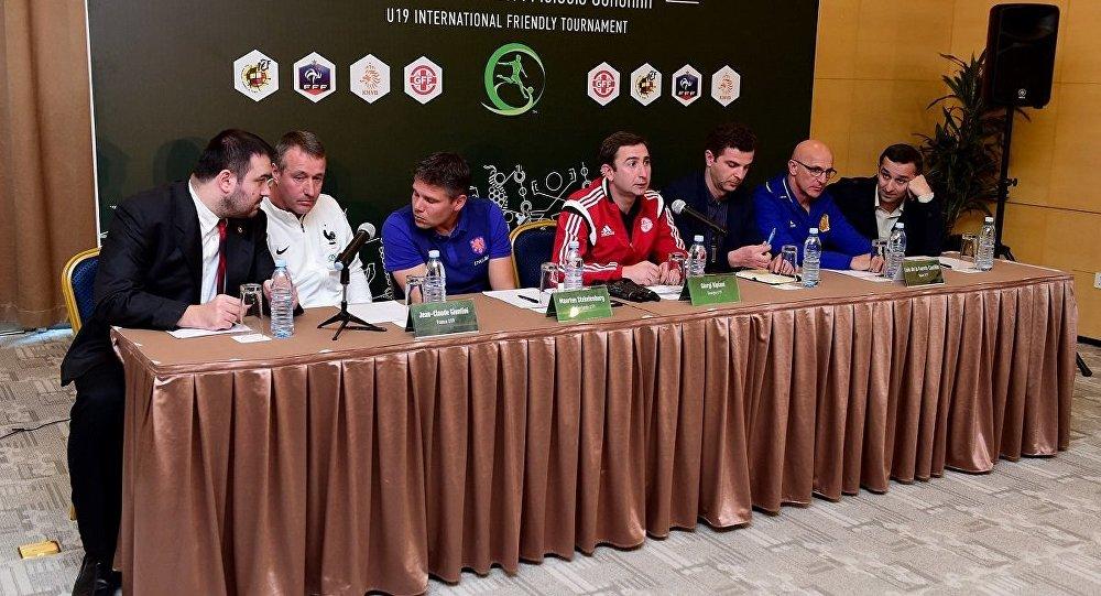 Пресс-конференция тренеров сборных перед Турниром четырех
