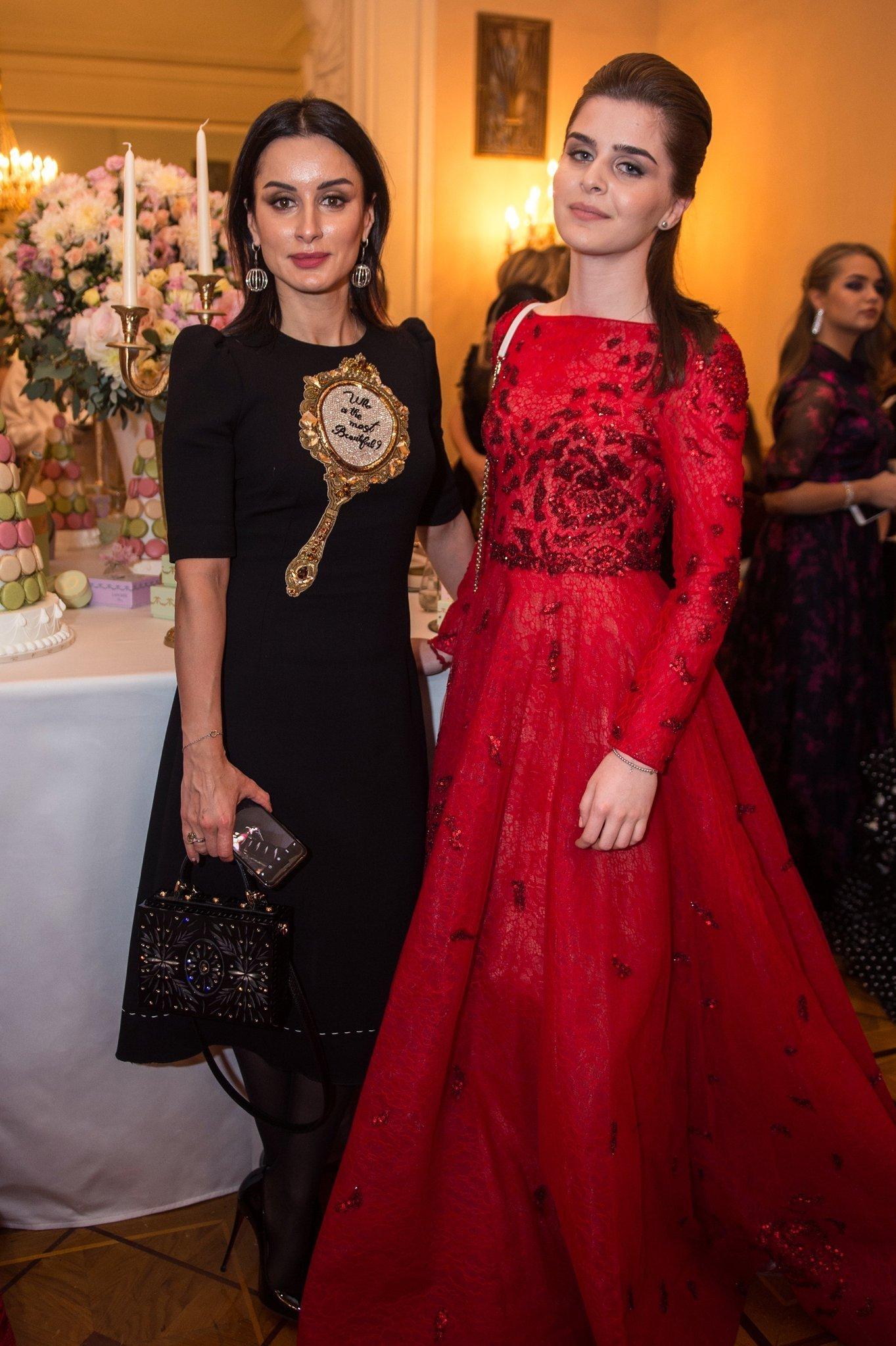 Генеральный продюсер канала Матч ТВ Тина Канделаки и ее дочь Мелания Кондрахина на балу дебютанток журнала Tatler в Колонном Зале Дома Союзов