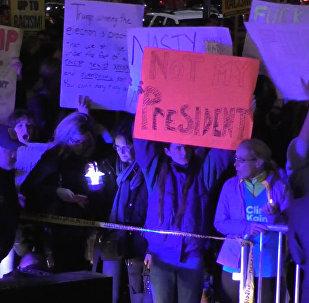"""""""ჩემი პრეზიდენტი არ არის"""" - აშშ-ში ტრამპის წინააღმდეგ აქციები იმართება"""