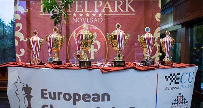 Призы победителям розыгрыша клубного Кубка Европы по шахматам