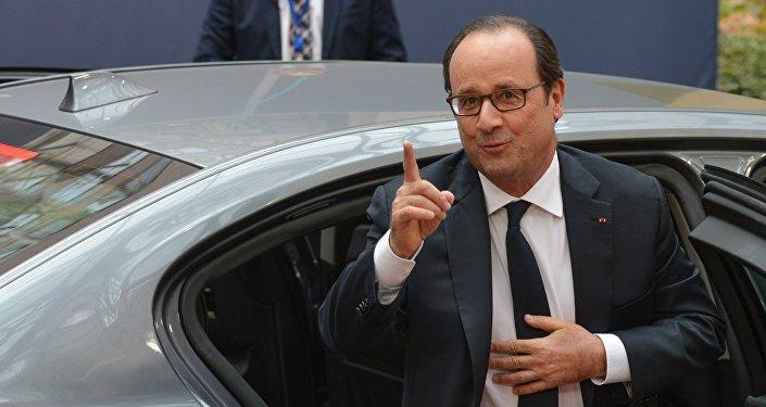 Президент Франции Франсуа Олланд перед открытием саммита ЕС в Брюсселе