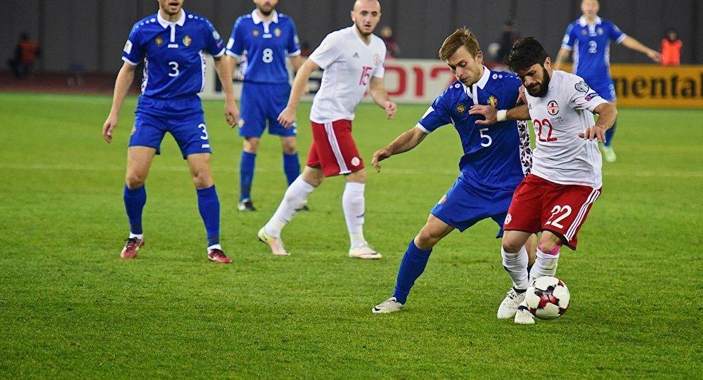 Защитник сборной Грузии по футболу Георгий Наваловски (№22)