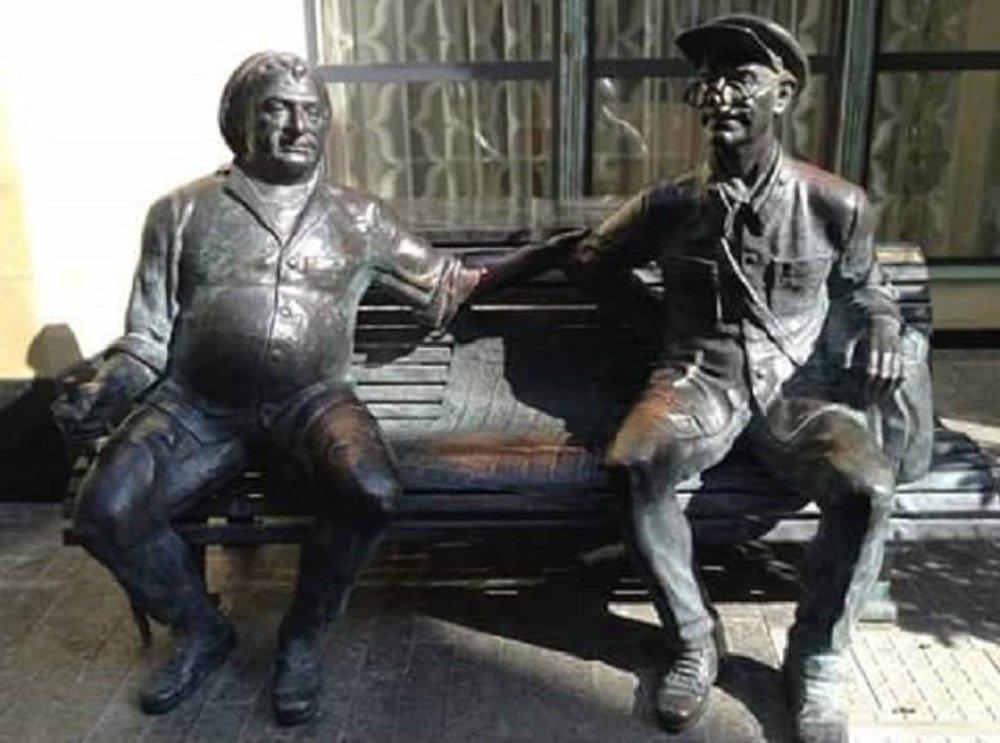 აკაკი კვანტალიანის და სანდრო ჟორჟოლიანის ძეგლი თბილისში