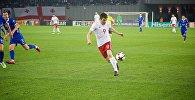 Нападающий сборной Грузии Ладо Двалишвили в атаке