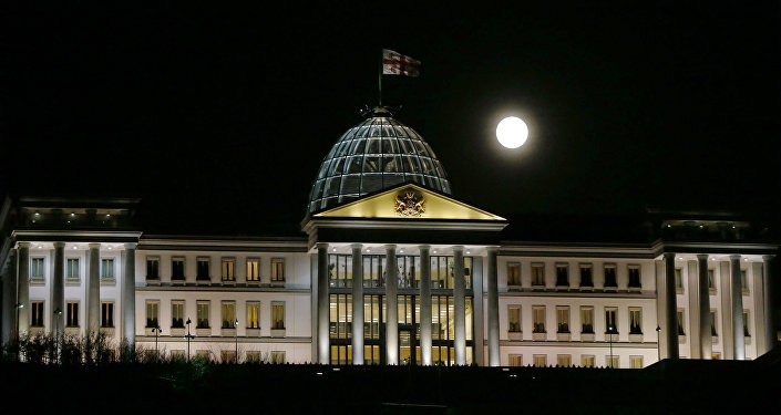 Луна над Президентским дворцом в Тбилиси, Грузия