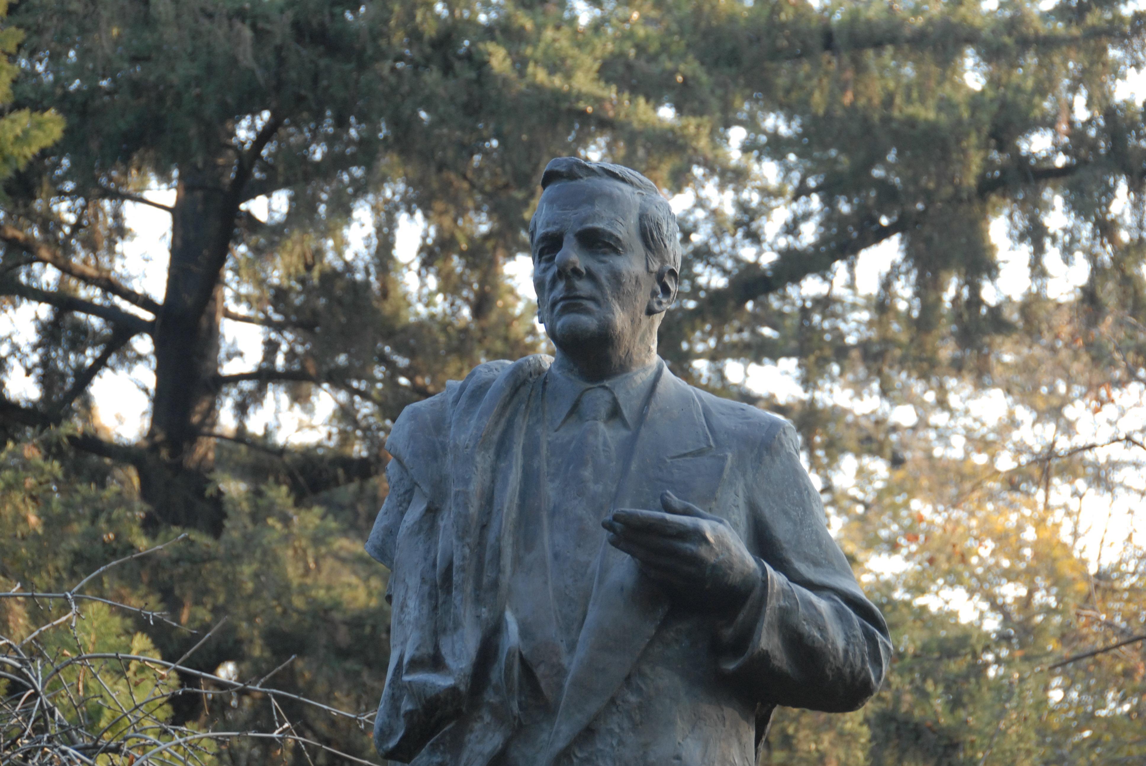 Памятник Анатолию Собчаку в Тбилиси