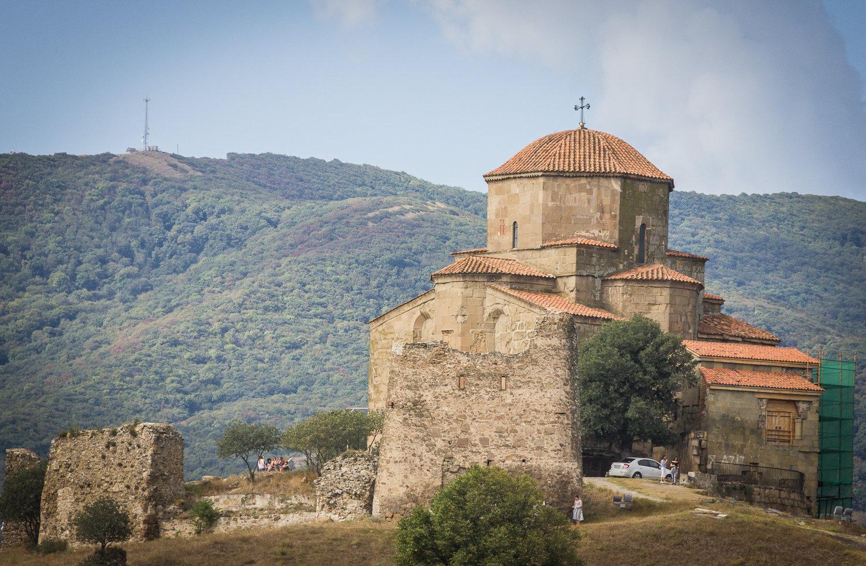 Храм Джвари близ города Мцхета возвели в VII веке