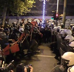 დემონსტრანტებმა აშშ-ის დროშა დაწვეს: საბერძნეთში ობამას ვიზიტის წინააღმდეგ საპროტესტო აქცია გაიმართა