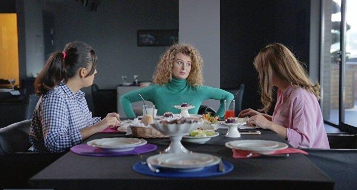 Кадр из сериала Подружки моей жены
