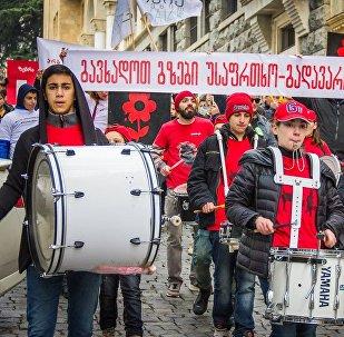 თბილისში გზებზე მოძრაობის მოწესრიგების მოთხოვნით აქცია გაიმართა
