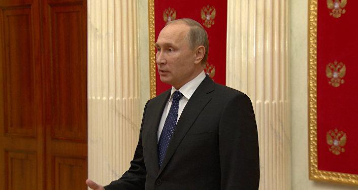 Путин назвал резолюцию ЕС о российских СМИ деградацией демократии