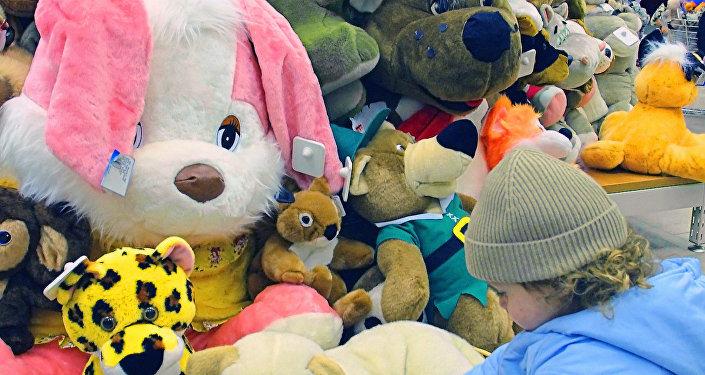Игрушки в магазине
