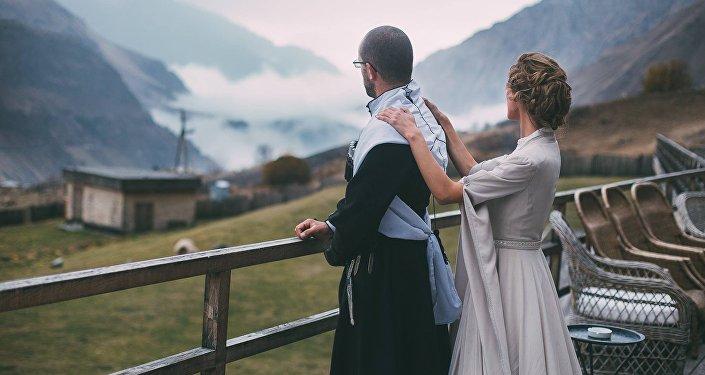 Жених и невеста в национальных костюмах