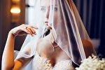 Девушка в ожидании своего жениха