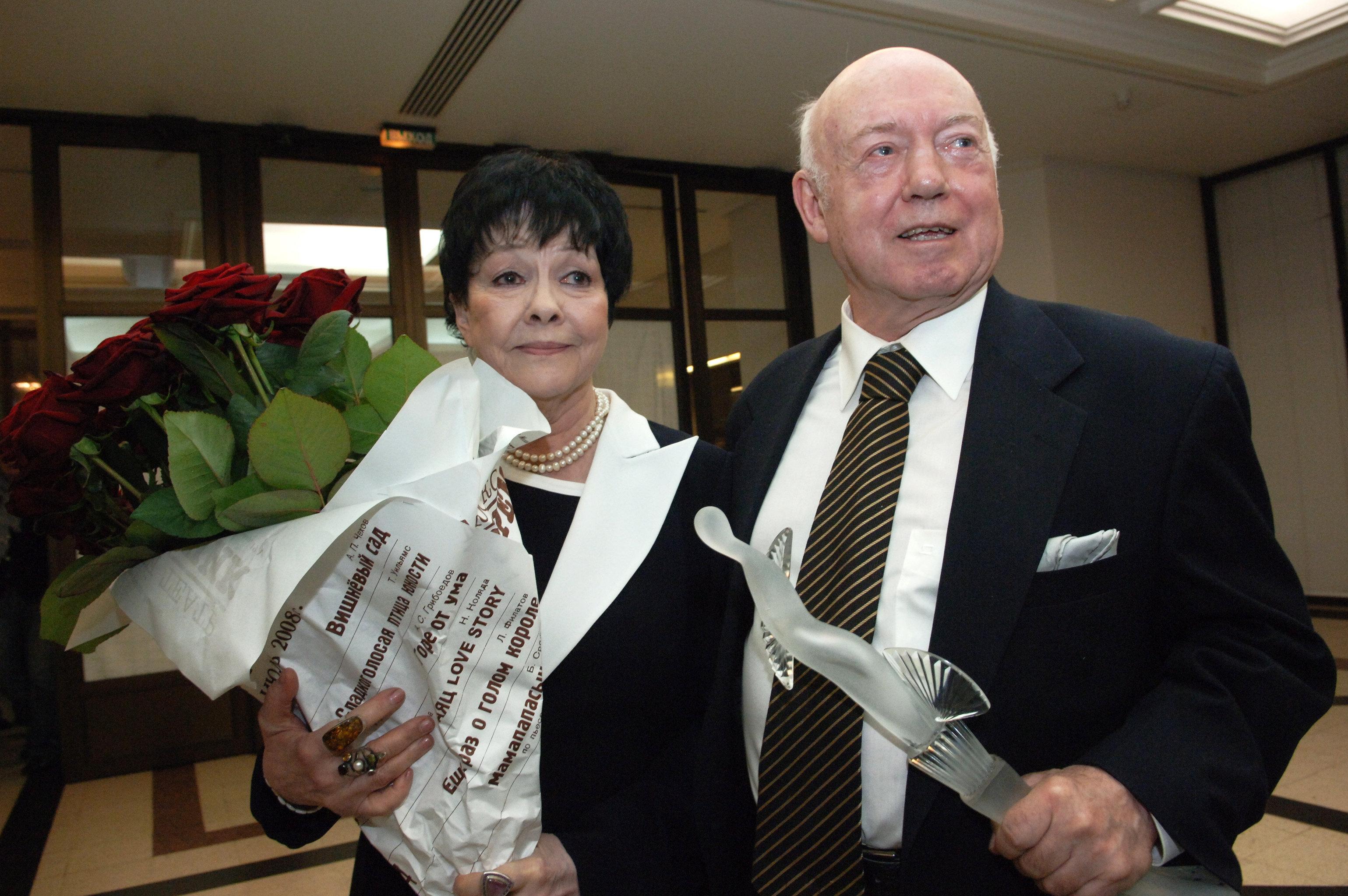 """ბორის მესერერი და ბელა ახმადულინა თეატრალური პრემიის, """"ბროლის ტურანდოტის"""" დაჯილდოებაზე"""