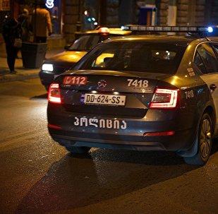 Полицейская машина на одной из улиц грузинской столицы