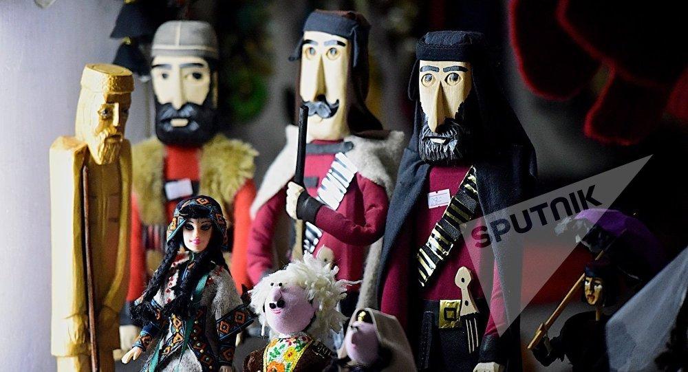 Грузинские сувениры - фигурки мужчин в национальной одежде