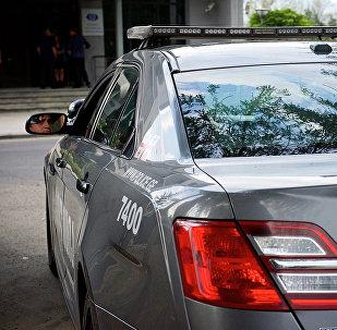 Полицейская машина у здания прозектуры в столице Грузии