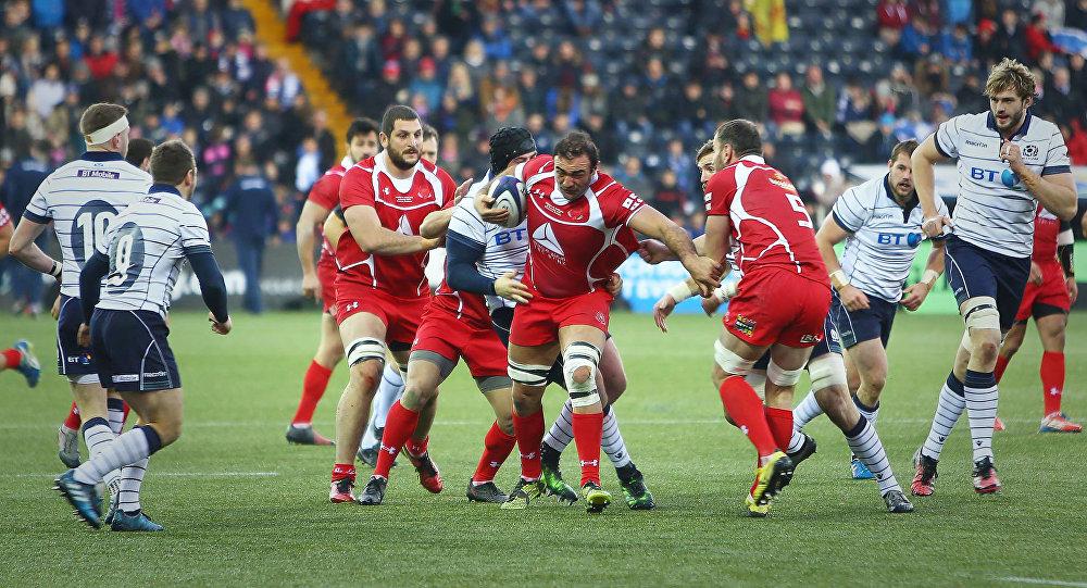 Капитан сборной Грузии Мамука Горгодзе в атаке с мячом в ходе игры со сборной Шотландии