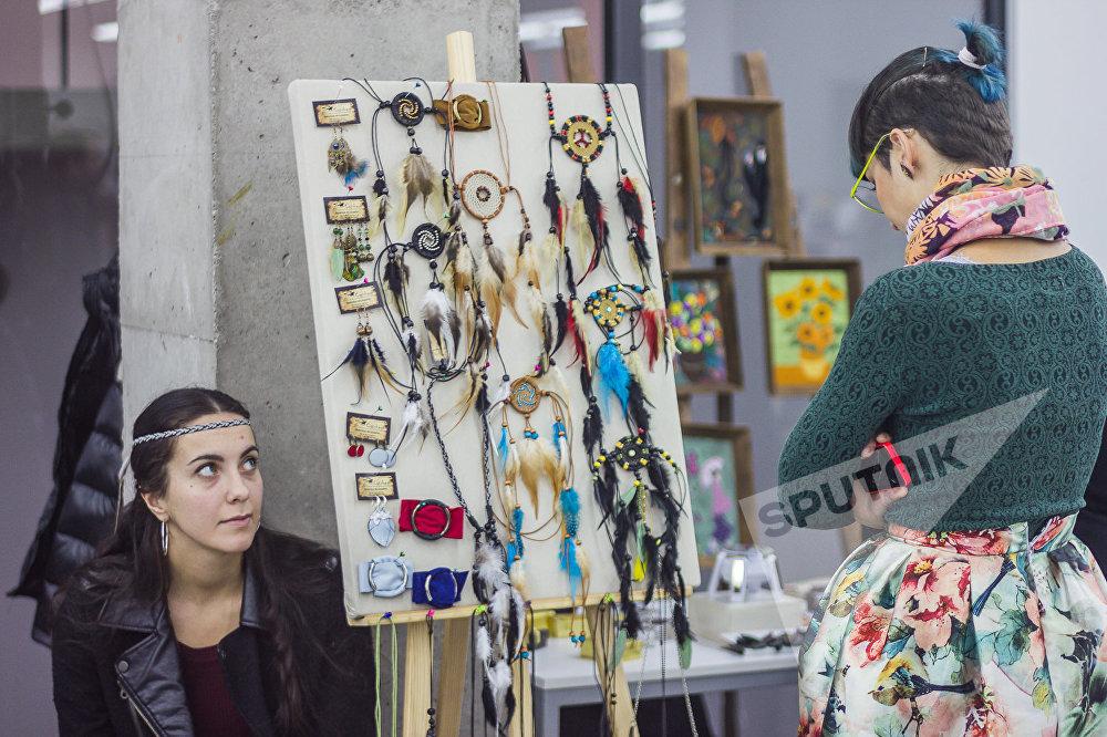 Фестиваль творческих женщин, который прошел в одном из торговых центров грузинской столицы, привлек множество посетителей.