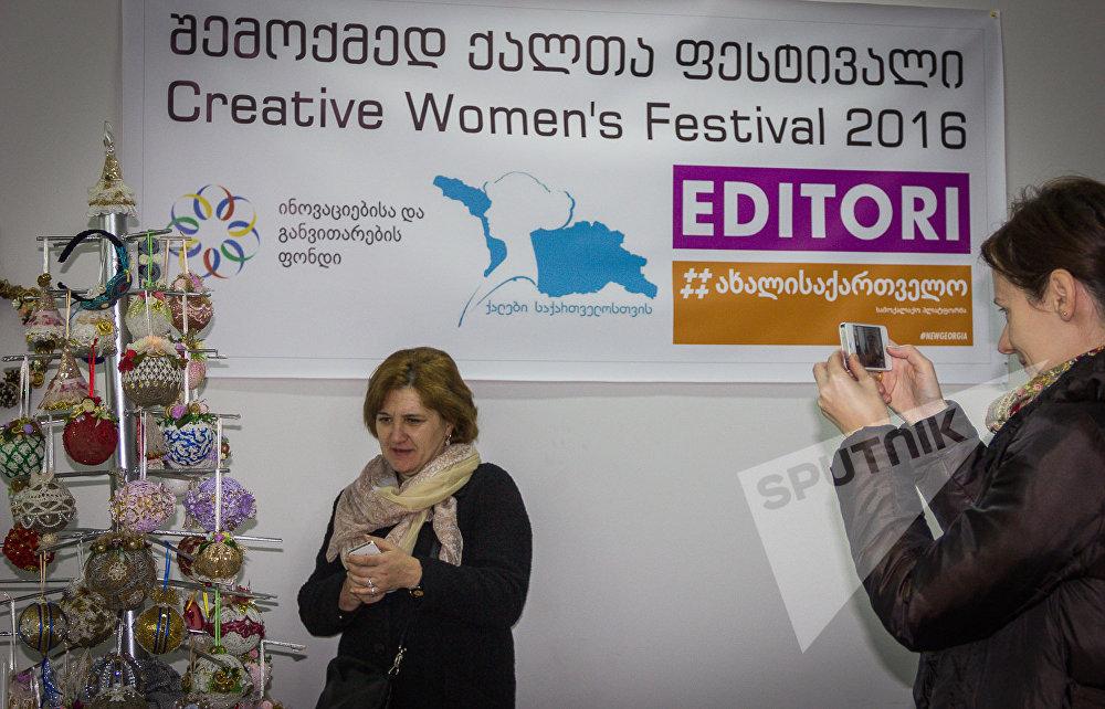 Популярность Фестиваля творческих женщин растет - в прошлом году в нем участвовало немногим более 30 авторов, а в этом около 70.