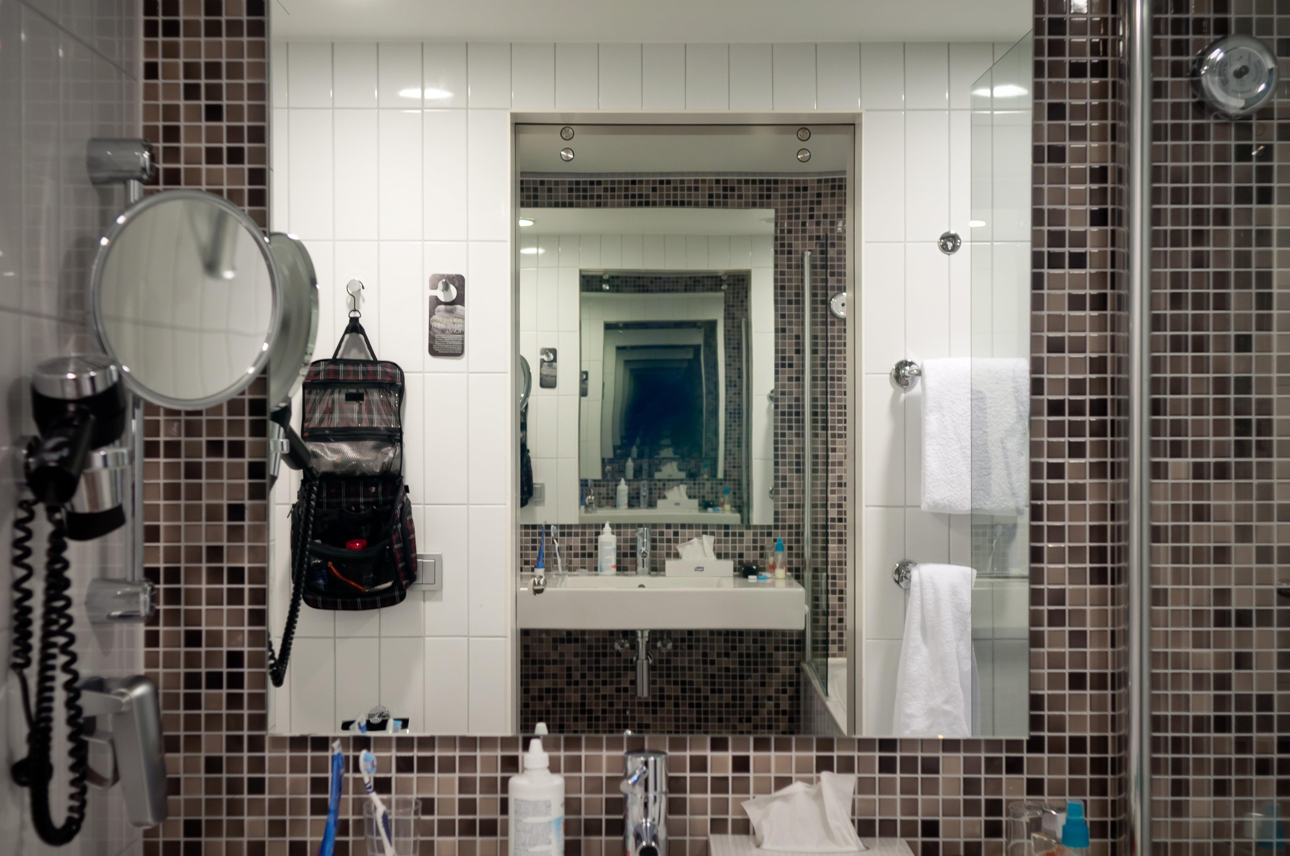 არ დაკიდოთ სარკე აბაზანაში