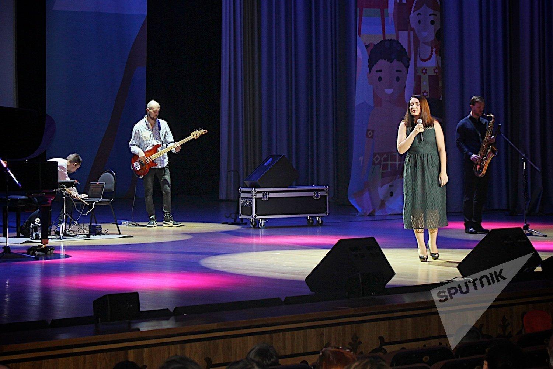 Исполнение грузинских народных песен в рамках Дня культуры Грузии в Московском Дворце пионеров
