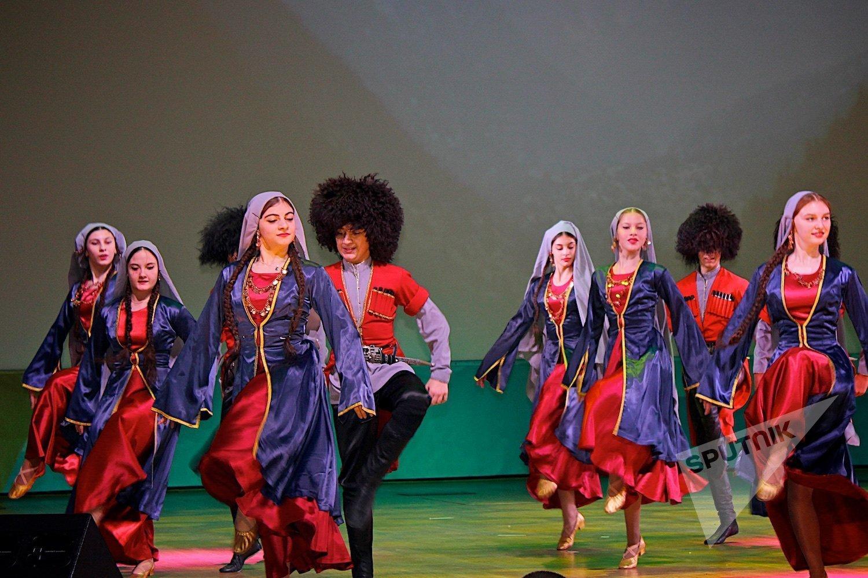 Грузинские танцы в московском Дворце пионеров в рамках проведения там Дня культуры Грузии