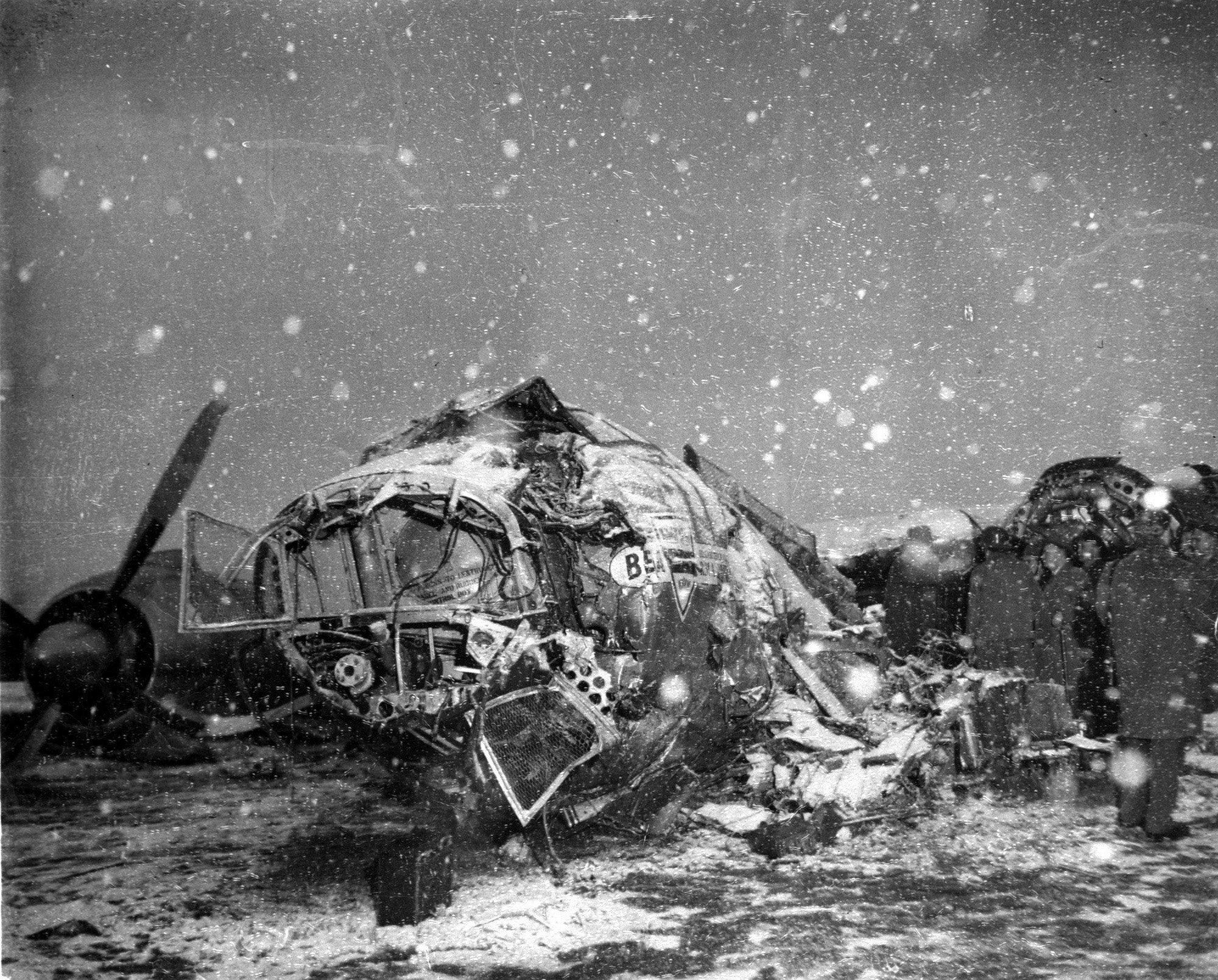 Британский авиалайнер, который потерпел катастрофу на взлете в Мюнхене, Германия, 6 февраля 1958 года, на борту самолета была футбольная команда Манчестер Юнайтед