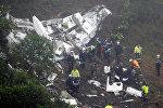 Группы спасателей работают в Бразилии на месте крушения самолета, перевозившего бразильских футболистов