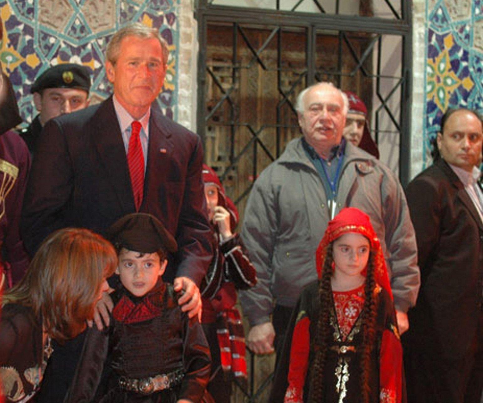 Президент США Джордж Буш (слева) во время визита в Грузию
