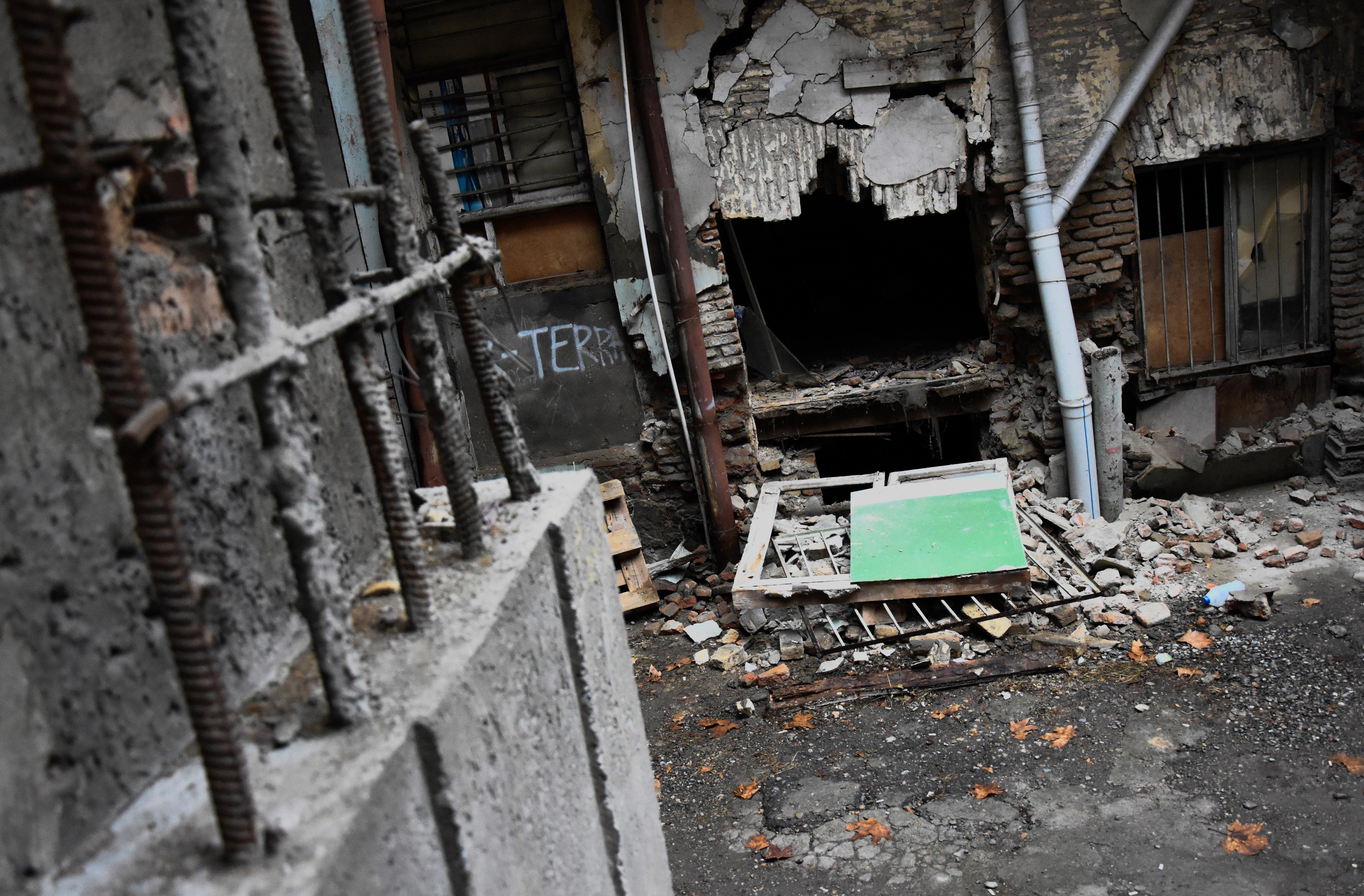 Обрушившаяся стена исторического дома в Тбилиси