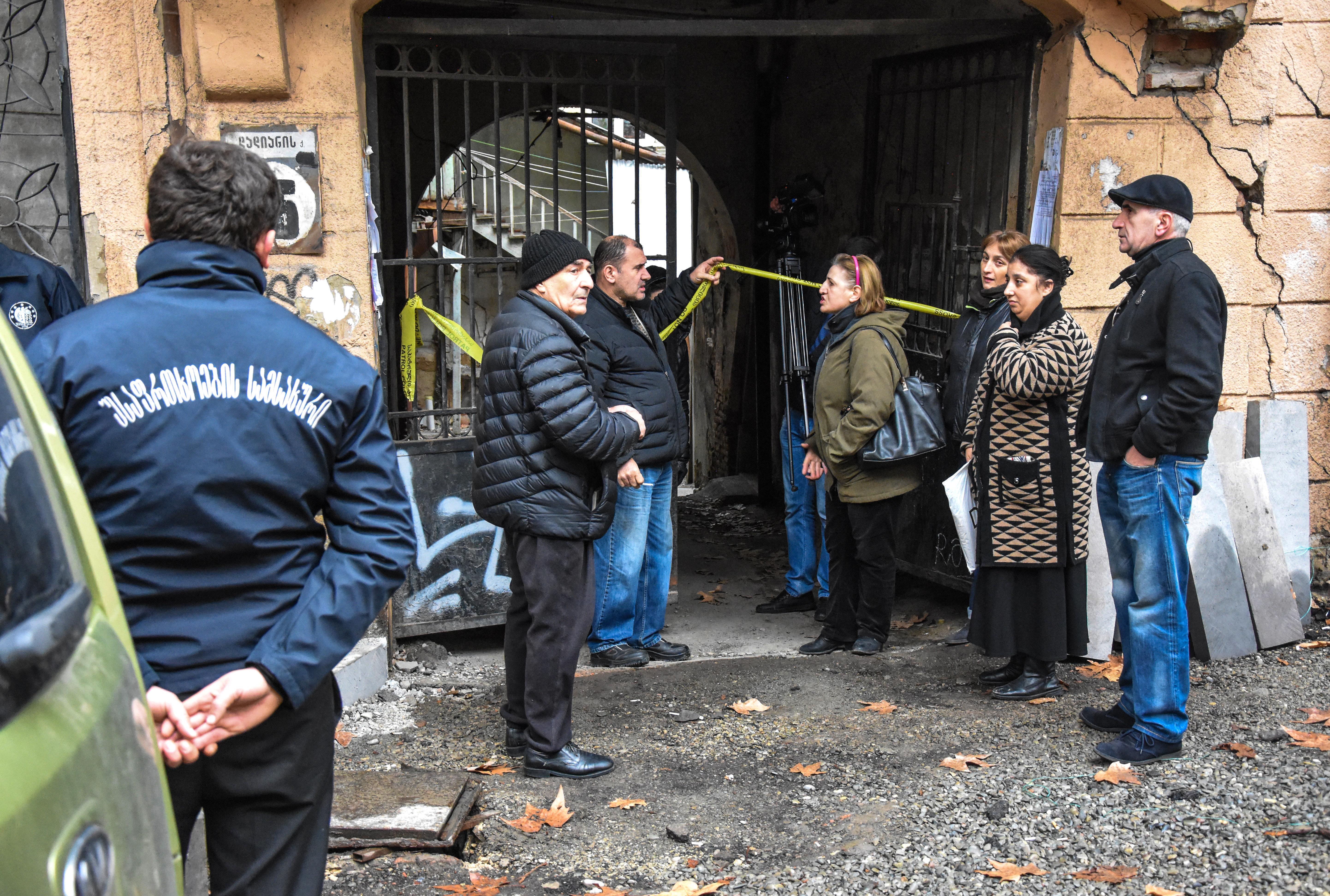 Жильцы дома на улице Шалвы Дадиани 16 в Тбилиси
